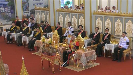 Thái Lan: Thi hài cố quốc vương được đưa vào tháp hỏa táng - Ảnh 4.