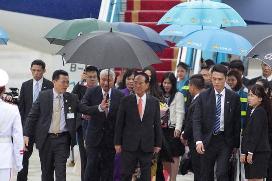 Đoàn đại biểu APEC 2017 đầu tiên đáp xuống Đà Nẵng - Ảnh 5.