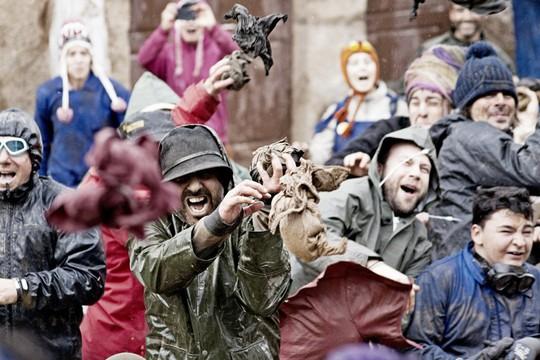 Những lễ hội kỳ quặc nhưng hút khách khắp hành tinh - Ảnh 7.