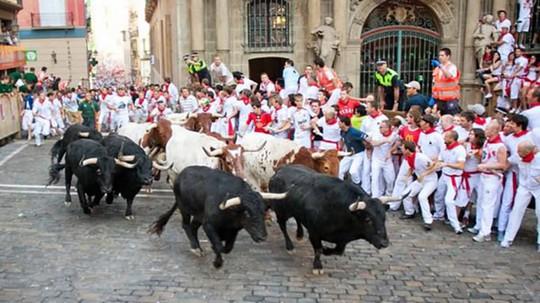 10 lễ hội đáng sợ nhất thế giới - Ảnh 7.