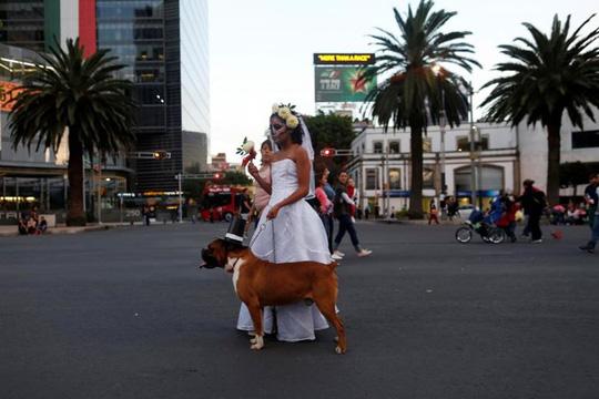 """Kinh dị """"bộ xương"""" diễu hành trong lễ hội người chết ở Mexico - Ảnh 7."""