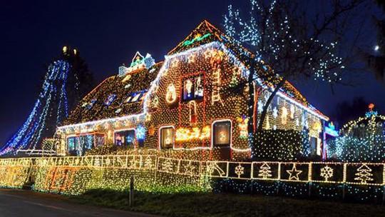 Chi gần 5 tỷ đồng thắp sáng 530.000 đèn Giáng sinh - Ảnh 8.