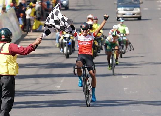 Giải xe đạp truyền hình Bình Dương: Mai Nguyễn Hưng về nhất chặng 7 - Ảnh 7.