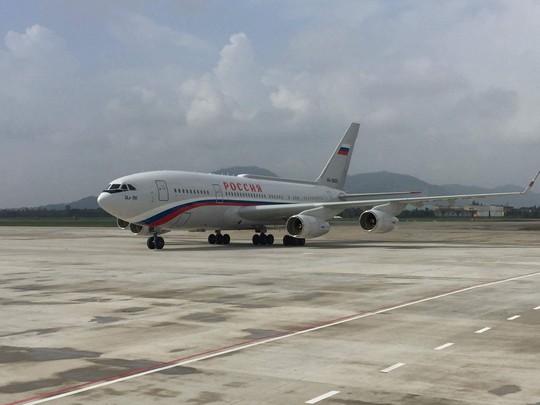 Chuyên cơ chở Tổng thống Vladimir Putin hạ cánh xuống sân bay quốc tế Đà Nẵng. Ảnh: Hoàng Triều