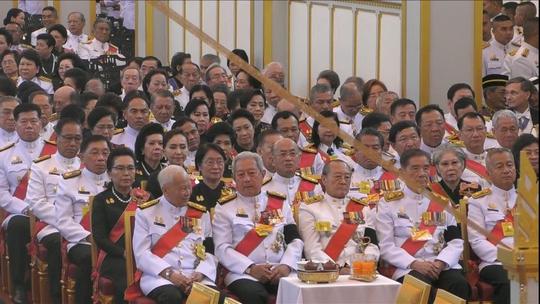 Thái Lan: Thi hài cố quốc vương được đưa vào tháp hỏa táng - Ảnh 6.