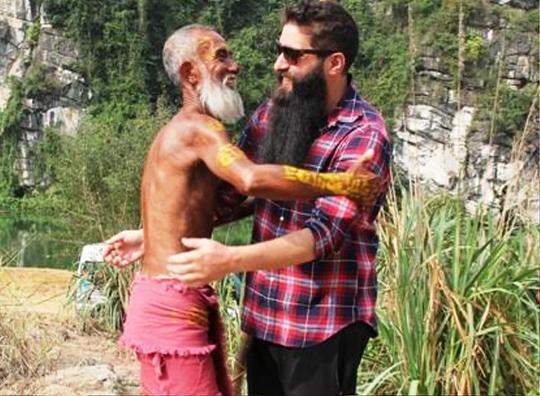 Đạo diễn Kong: Skull Island vui mừng ôm thổ dân tại Ninh Bình - Ảnh 3.
