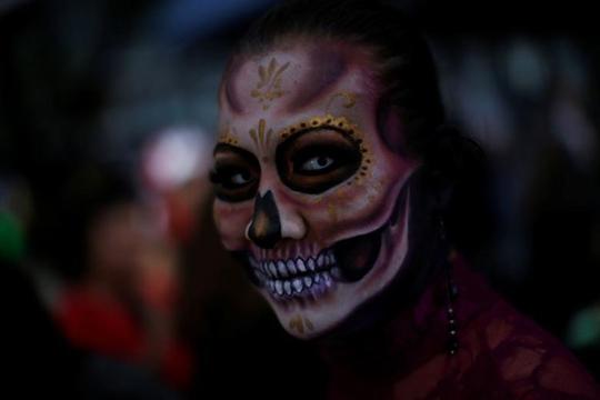 """Kinh dị """"bộ xương"""" diễu hành trong lễ hội người chết ở Mexico - Ảnh 8."""
