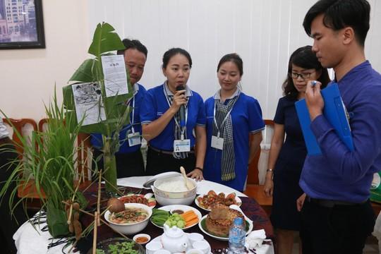 """Các thí sinh tham gia hội thi """"Khéo tay vào bếp"""" do Công đoàn Tổng Công ty Xây dựng Sài Gòn tổ chức Ảnh: BẠCH ĐẰNG"""