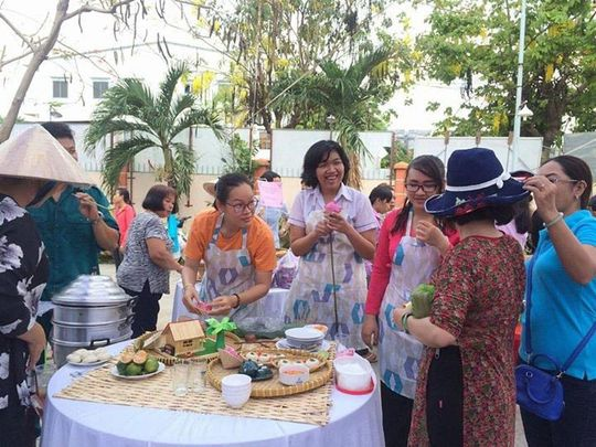 CNVC-LĐ hào hứng tham gia hội thi làm bánh do LĐLĐ quận Tân Phú, TP HCM tổ chức