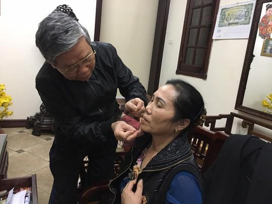 Lương y Nguyễn Xuân Hướng đã dành cả cuộc đời để châm cứu cho bệnh nhân và nghiên cứu các bài thuốc quý