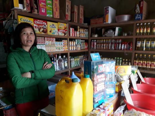 Rượu không rõ nguồn gốc bán tràn lan ở Hà Nội Ảnh: VĂN DUẨN