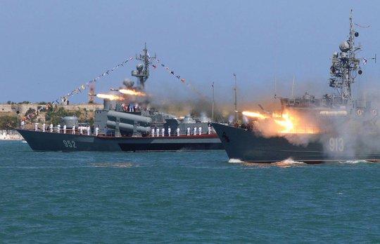 Bất ổn tàu chiến Mỹ (*): Dè chừng Hải quân Nga - Ảnh 1.