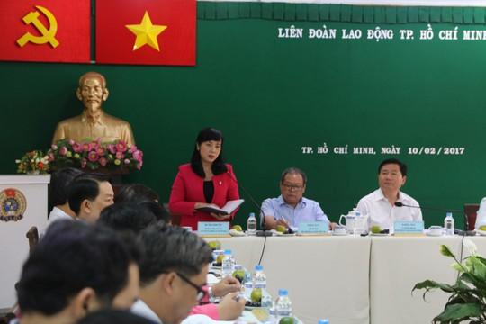 Chủ tịch LĐLĐ TP HCM Trần Kim Yến báo cáo với Thường trực Thành ủy về hoạt động Công đoàn TP Ảnh: Hồng Đào