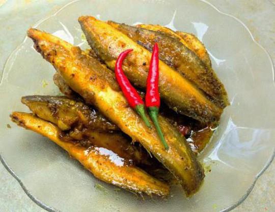 Cá chạch kho nghệ vàng ươm - Ảnh 1.