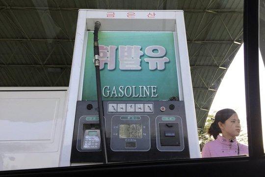 Tình trạng thiếu thốn xăng dầu bất thường tại thủ đô Bình Nhưỡng bắt đầu vào tuần rồi. Ảnh: AP