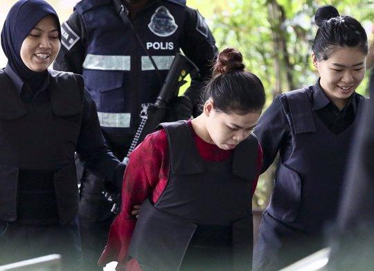 Nghi phạm Triều Tiên bôi chất độc lên tay Đoàn Thị Hương? - Ảnh 2.