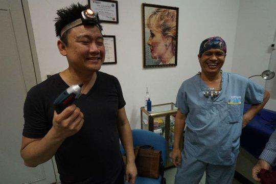 Cụ ông Campuchia sau ca phẫu thuật bộ nướu răng khổng lồ - Ảnh 2.