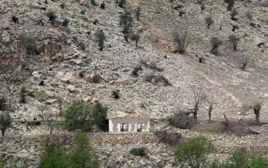 Hiện trường vụ siêu bom MOAB (ảnh dưới) nổ ở huyện Achin, tỉnh Nangarhar - Afghanistan Ảnh: REUTERS - DOD