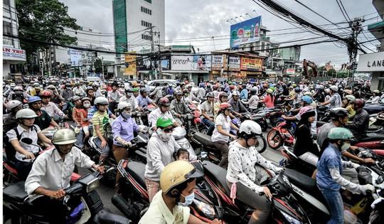 Báo nước ngoài ca ngợi luật đội mũ bảo hiểm của Việt Nam - Ảnh 1.