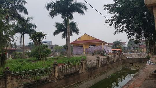 Nhà văn hóa thôn Hoành nơi các cán bộ chiến sĩ bị người dân xã Đồng Tâm lưu giữ - Ảnh: V. Duẩn