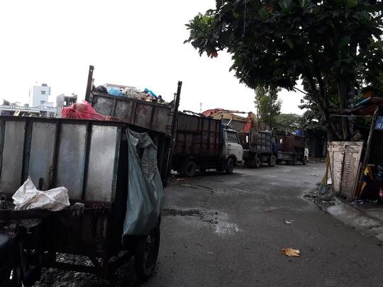 Ở một phường rác bao vây khu dân cư - Ảnh 5.