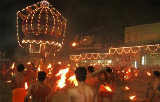 10 lễ hội đáng sợ nhất thế giới - Ảnh 9.