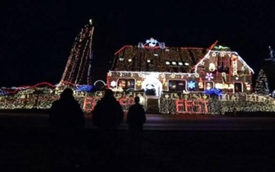 Chi gần 5 tỷ đồng thắp sáng 530.000 đèn Giáng sinh - Ảnh 10.