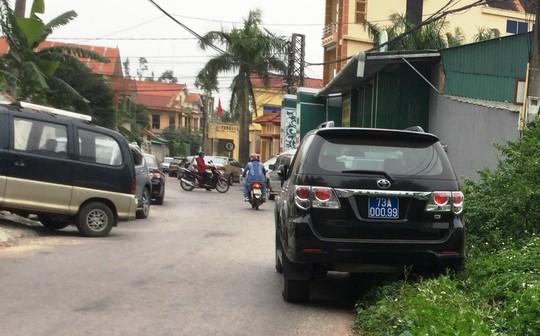Hàng chục xe biển xanh dự tiệc cưới con trai lãnh đạo tỉnh Quảng Bình - Ảnh 7.