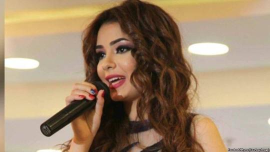 Nữ ca sĩ lãnh 2 năm tù vì MV... ăn chuối gợi dục - Ảnh 3.