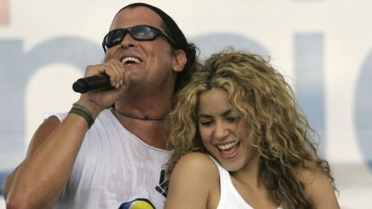 Ca sĩ Shakira bị kiện đạo nhạc