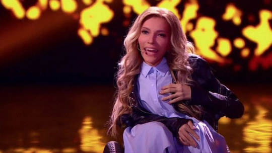 Nữ ca sĩ xinh đẹp của Nga Julia