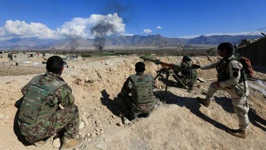 Lực lượng an ninh Afghanistan trong cuộc chiến với Taliban. Ảnh: REUTERS
