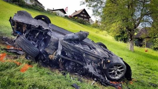 Ngôi sao truyền hình nhập viện khẩn vì tai nạn xe - Ảnh 2.