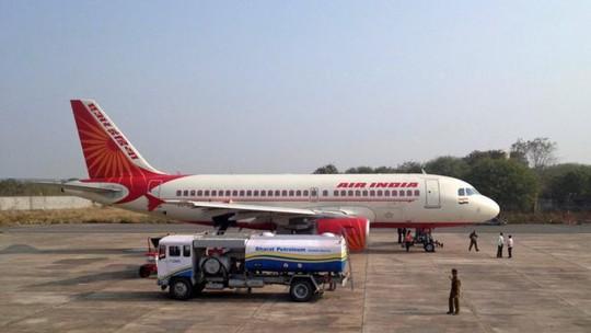 Nợ ngập đầu, Air India cho khách phổ thông ăn chay - Ảnh 1.