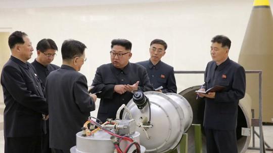 Triều Tiên đã gắn bom H vào tên lửa - Ảnh 1.