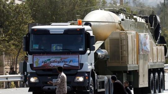 Bị ông Donald Trump chỉ trích, Iran phóng ngay tên lửa mới - Ảnh 1.