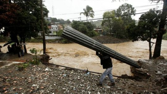 Lũ lụt hoành hành tại Costa Rica. Ảnh: Reuters