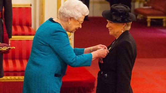 Diễn viên Julie Walters được phong tước Hiệp sĩ - Ảnh 1.