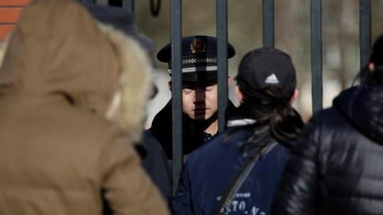 Bê bối nhà trẻ rúng động Trung Quốc: Bắt 1 cô giáo - Ảnh 1.