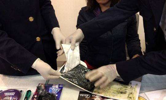 Giấu 4 gói cocaine trong hành lý khi bay từ Brazil về - Ảnh 1.