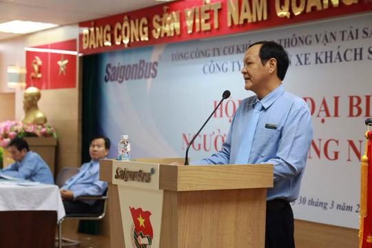 Ông Nguyễn Tuấn Việt, Phó tổng giám đốc Công ty CP Xe khách Sài Gòngiải đáp các kiến nghị của người lao động tại hội