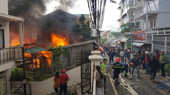 Hỏa hoạn nghiêm trọng xảy ra giữa trung tâm TP Đà Lạt, Lâm Đồng.