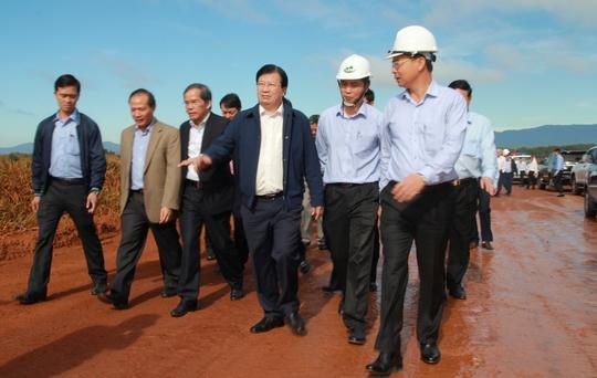 Phó Thủ tướng trực tiếp thị sát khu vực hoàn nguyên sau khai thác tại Tổ hợp bauxit - nhôm Tân Rai.