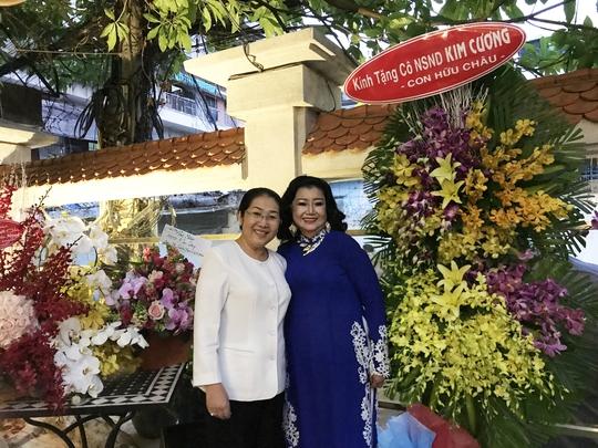 Bà Võ Thị Dung - Phó bí thư Thành ủy TP HCM đã đến dự và chúc mừng NSND Kim Cương