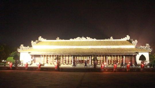 Điện Thái Hòa cũng được thắp sáng về đêm