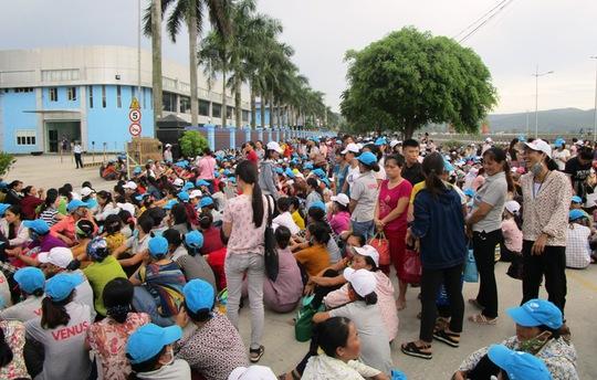 8.000 công nhân ngừng việc vì không có nhà để xe - Ảnh 1.
