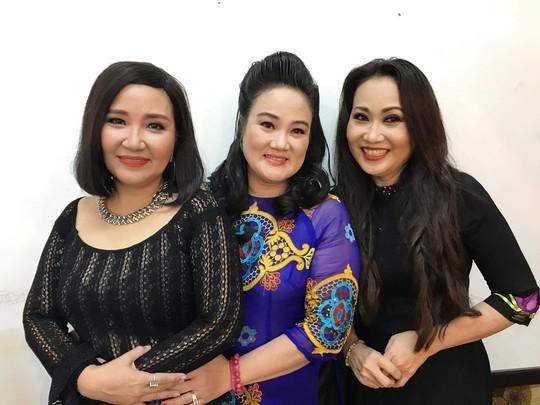 Ba chị em Thanh Hằng cứu giúp ba danh cầm nghèo khó - Ảnh 1.