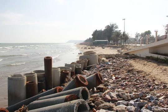 """Cận cảnh biển Thanh Hóa bị """"hà bá"""" nuốt chửng từng ngày - Ảnh 9."""