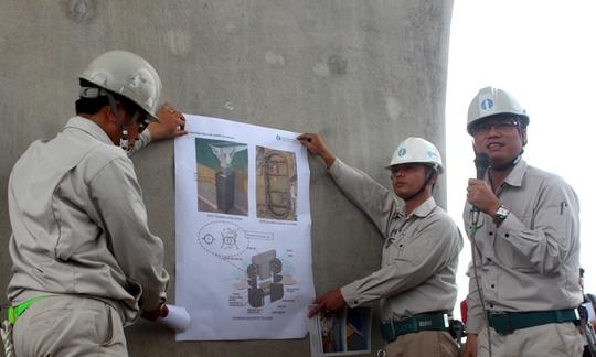 Phía trong trụ cầu như một sân tennis khô ráo- kỹ sư trưởng Quyền giới thiệu về kỹ thuật xây dựng cầu