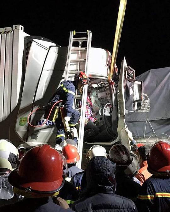 Tai nạn kinh hoàng trên cao tốc, tài xế và phụ xe tử vong tại chỗ - Ảnh 1.